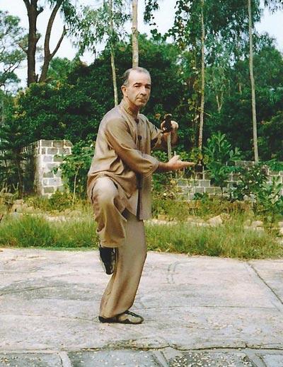 Pratique de l'épée vietnamienne avec Michel